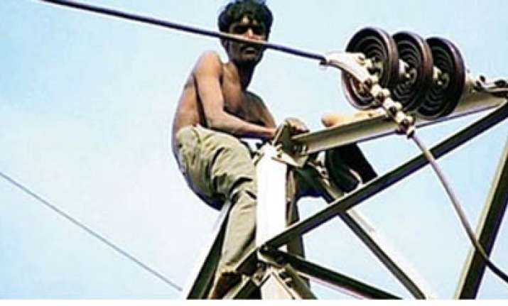 man on high voltage pole in mumbai saved by power cut