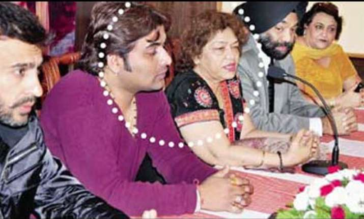 scamster invested fraud money in harbhajan and saroj khan s
