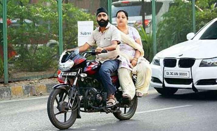 1.2 lakh delhi women challaned for not wearing helmets