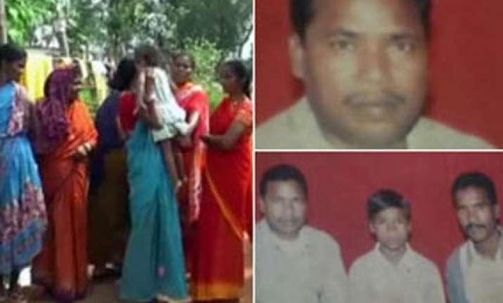 maoists free abducted chhattisgarh cops