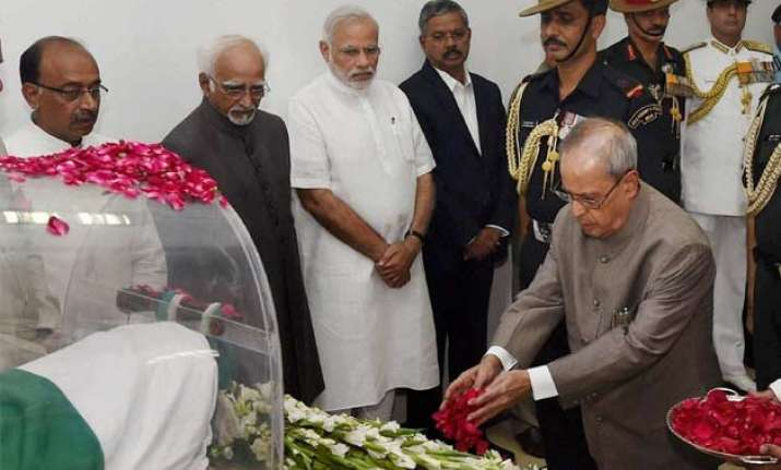 president leads nation in paying tributes to former