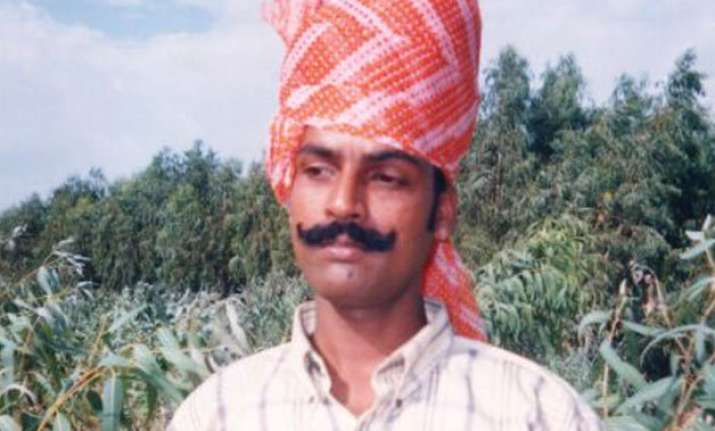 know gajendra singh the farmer who committed suicide at aap