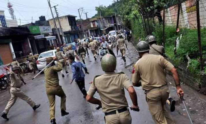 jammu and kashmir vhp allegedly burns isis flags curfew