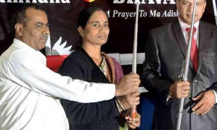 nirbhayas parents unveil self defence tool for women called