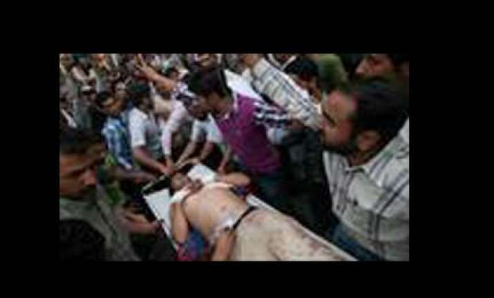 seven injured in srinagar violence