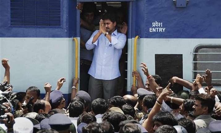 jagan defies congress his odarpu yatra on course