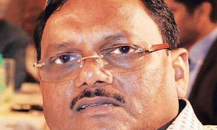 noida chief engineer yadav singh received at least rs 100