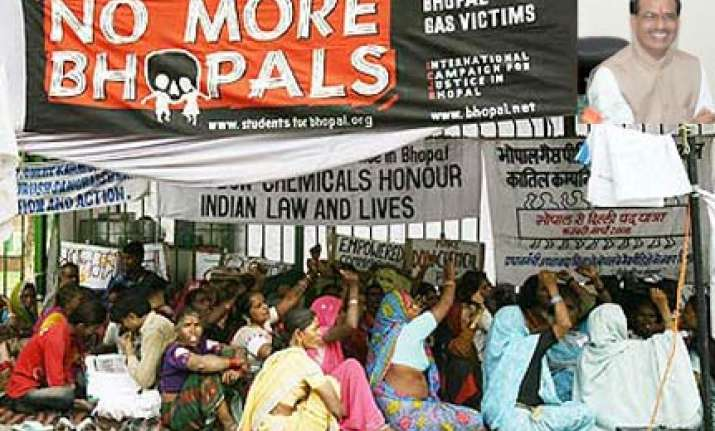 bhopal gas leak govt wants rs 1 500 crore from dow