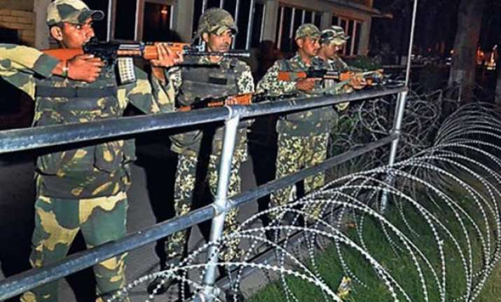 3 persons held near indo pak border under suspicious