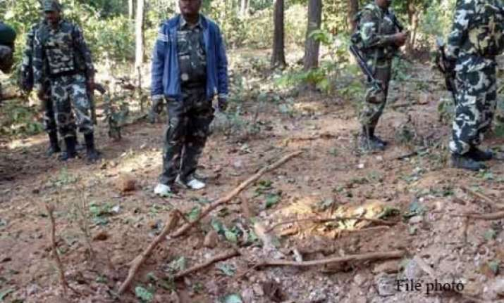 cop killed in naxal attack on police party in jharkhand