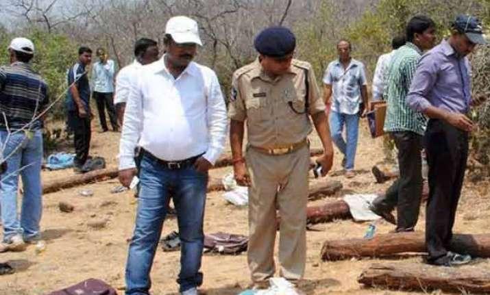 activists protest at ap bhavan over killing of tn