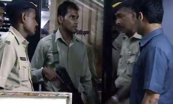 policeman shoots senior kills self in mumbai police station