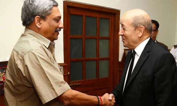 rafale deal french defence minister to meet manohar