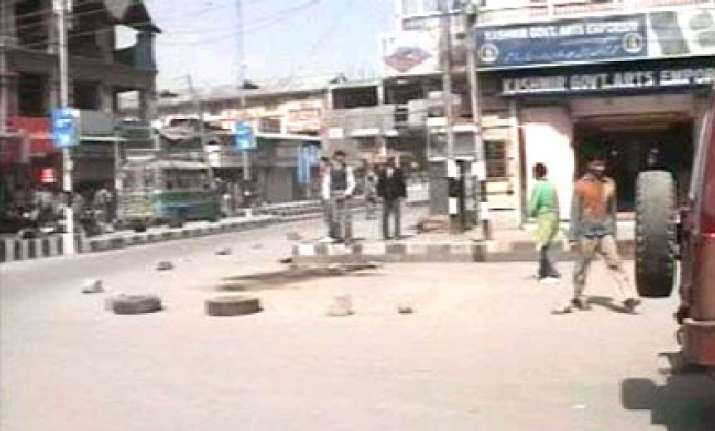 one killed 3 injured in shootout in lal chowk srinagar