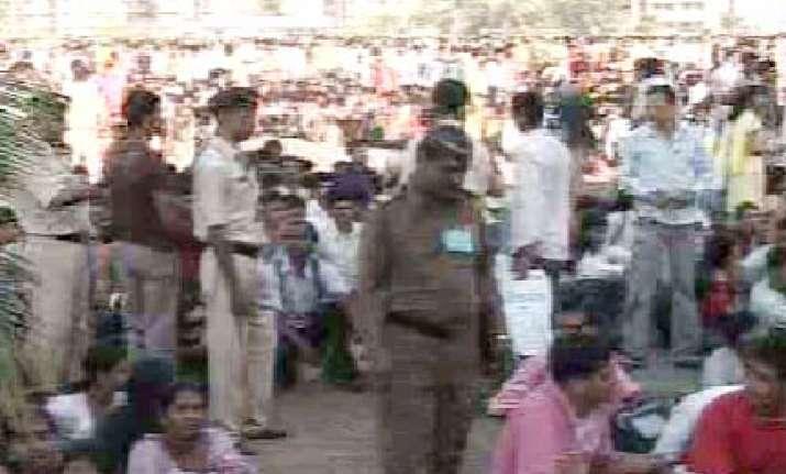 one killed 11 injured in mumbai police recruitment stampede