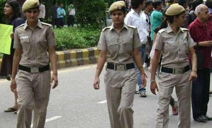 delhi police pcr to have 500 more policewomen lg najeeb jung