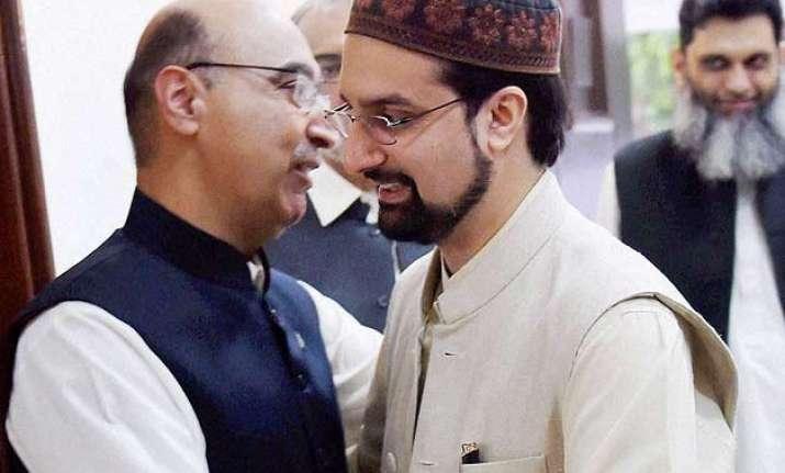 mirwaiz conveys concern to pak envoy over non inclusion of
