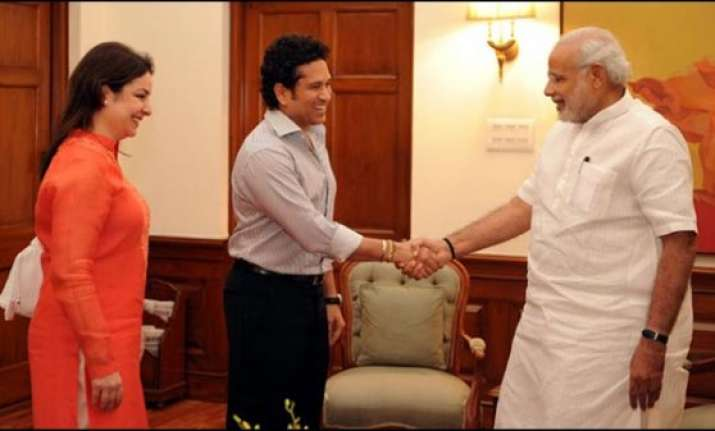 sachin tendulkar meets pm narendra modi discusses swachh