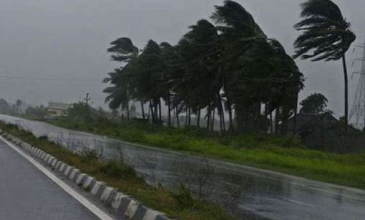 cyclone hudhud moving westnorth westward from bay of bengal