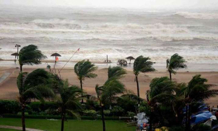 cyclone hudhud ecor keeps prs counter open till 2200 hrs