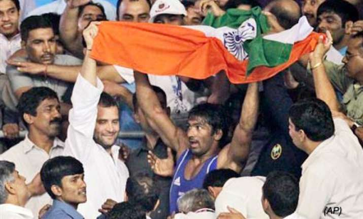 chaos after yogeshwar s gold as rahul s security breached