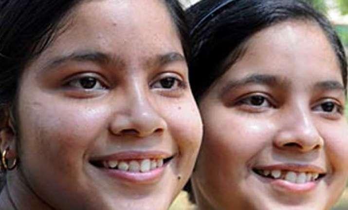 same same everywhere twin sisters score similar marks in 5