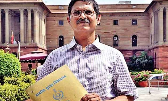 amitabh thakur submits cd containing threat call by mulayam