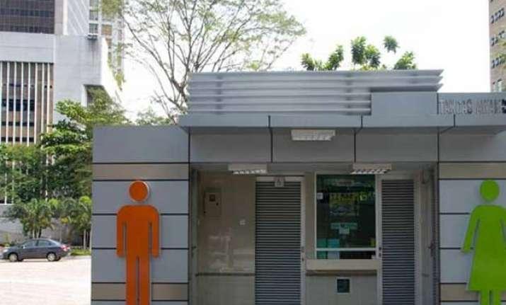 pvt companies to build toilets in new delhi through csr