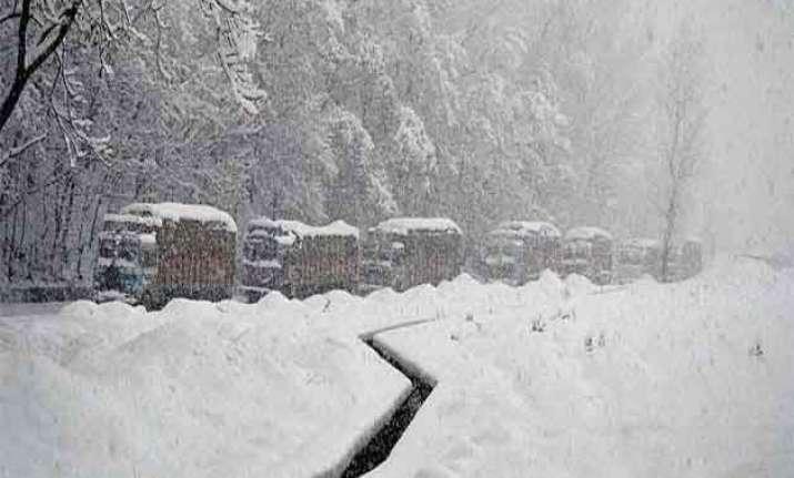 unabated cold wave in kashmir kargil freezes