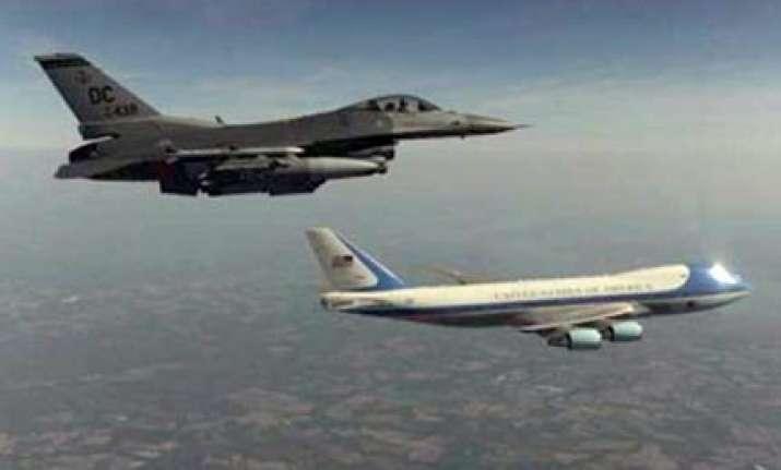 us bomber aircrafts to escort obama s plane in mumbai