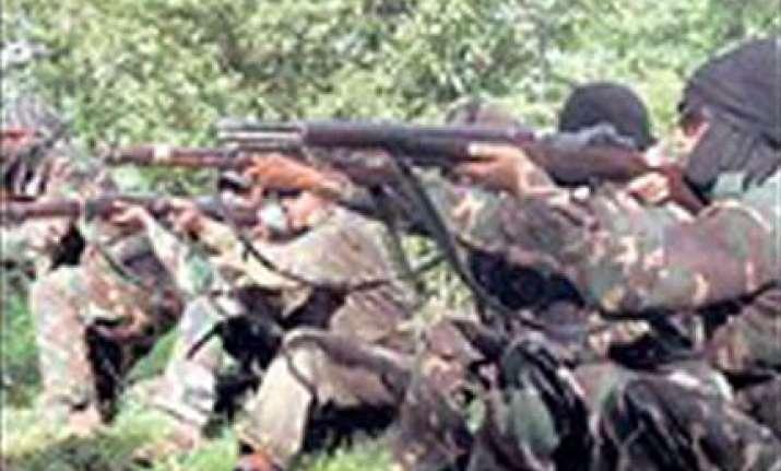 maoists kill six victims include 3 security men