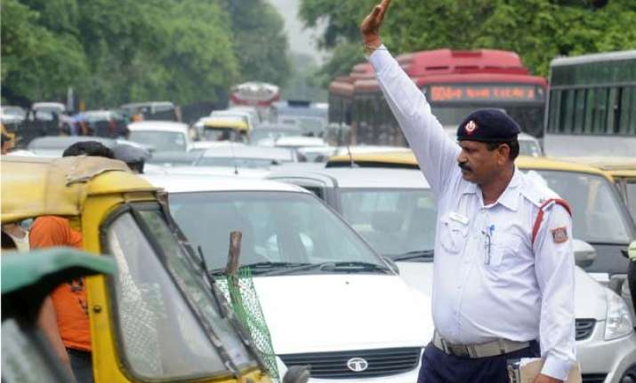 govt curtails special power of delhi traffic police