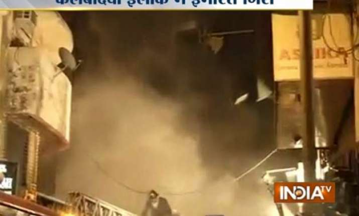 building collapses in south mumbai two fire men killed