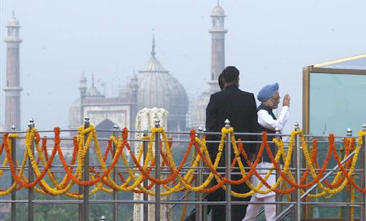 pm addresses nation from close enclosure at red fort