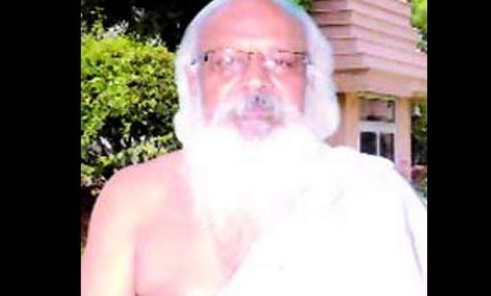 this baba in delhi hypnotizes then robs his victims