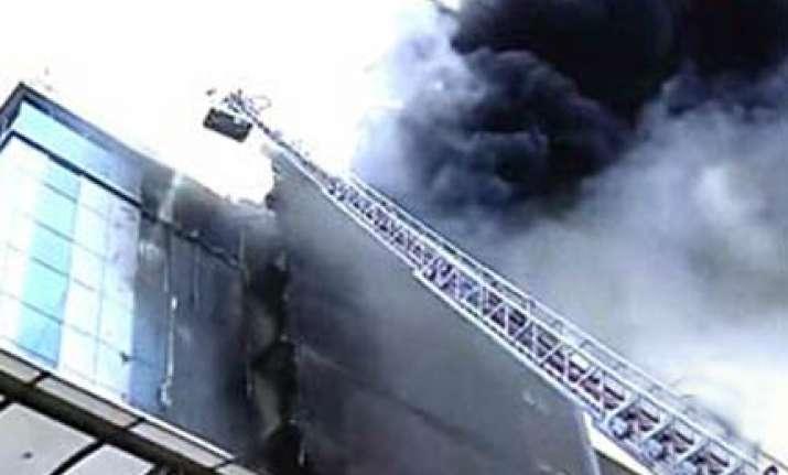 fire in mumbai high rise 10 rescued