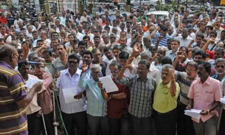 over 1.5 lakh bank employees to strike work in southern