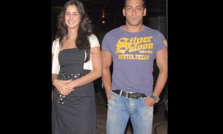 salman katrina bouncers discomfort to female reporters