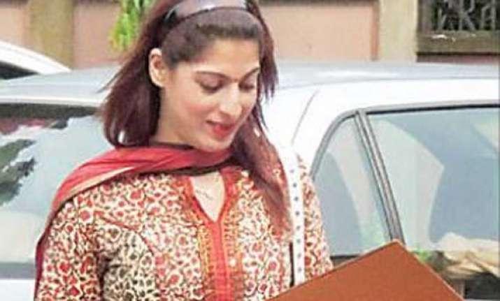cbi arrests mumbai model in odisha chitfund scam