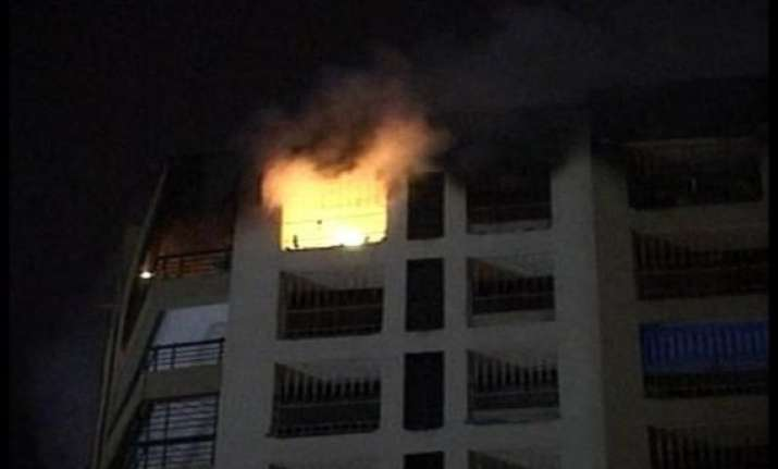 fire in 4 storey building in mumbai no casualties