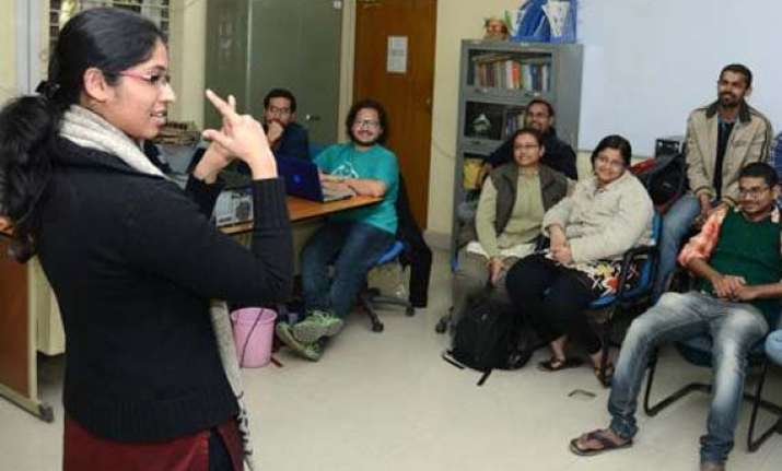 du training nurses on use of sign language in hospitals