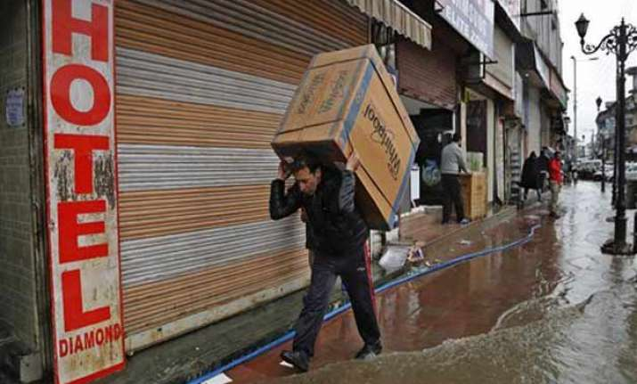 j k floods met forecasts heavy rain in kashmir valley