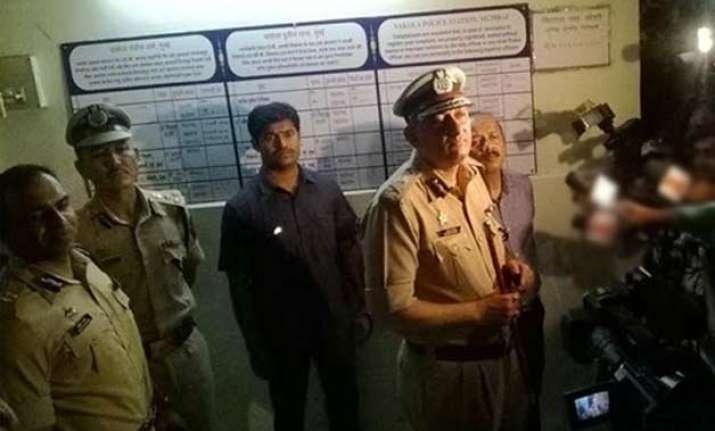 mumbai cop shoots senior dead kills self at vakola police