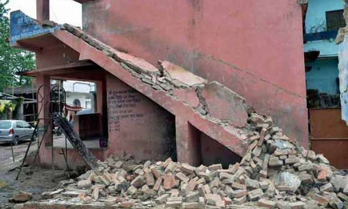 over 50 injured in bengal tremors