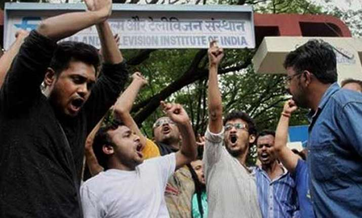 striking students gherao ftii director prashant pathrabe