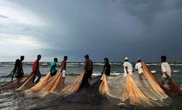 coast guard captures six pakistani fishermen near jamnagar