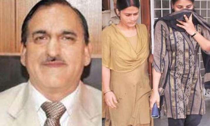 kashmir minister s daughter caught in munnabhai scam