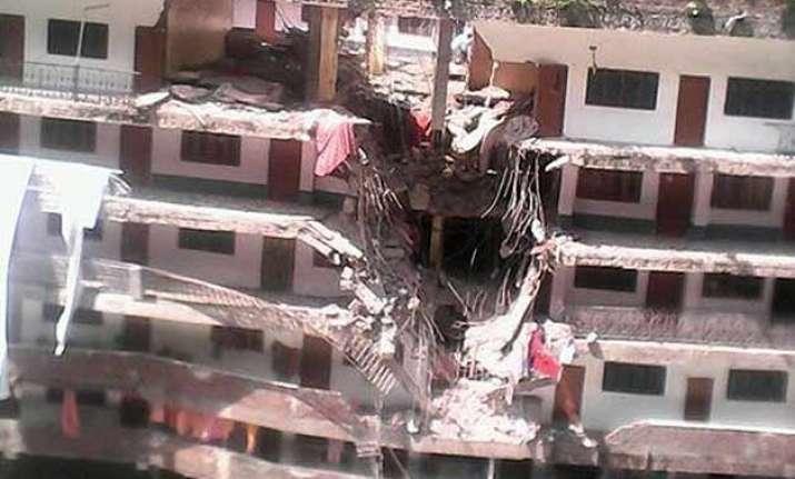 8 killed 10 injured in landslide in himachal pradesh