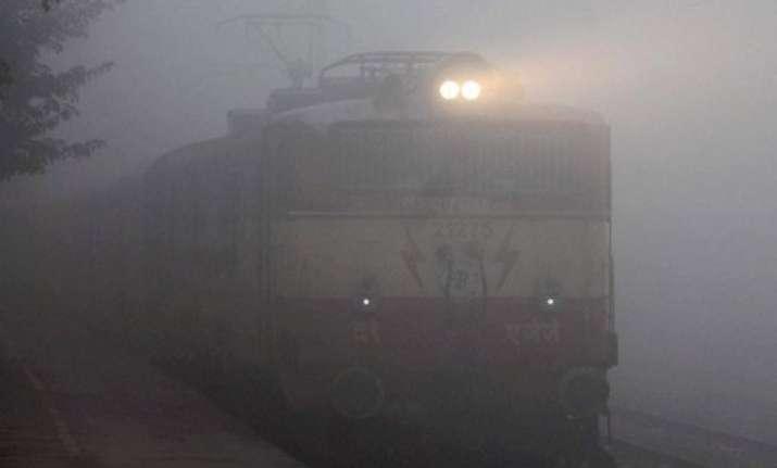 foggy sunday in delhi 48 trains delayed
