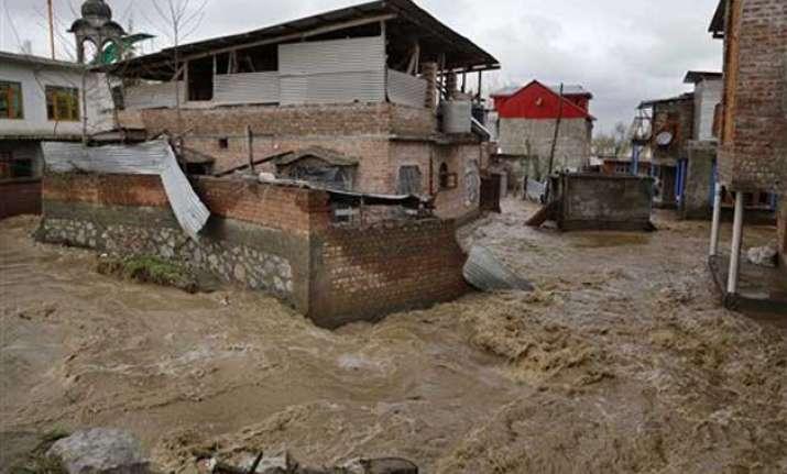 jammu kashmir govt sanctions rs 235 crore to meet flood